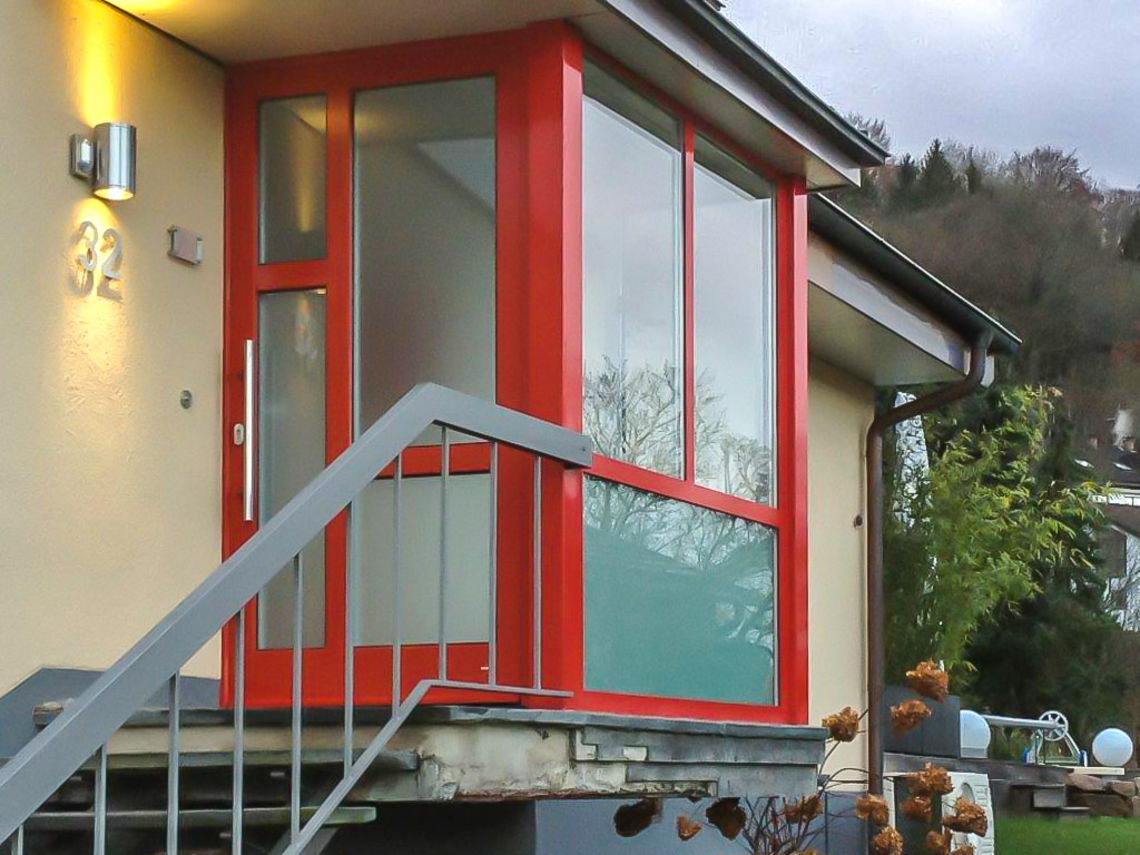 Bezaubernd Windfang Hauseingang Geschlossen Sammlung Von Mit Neuer Tür Und Aus Roten Aluminium-fensterelementen